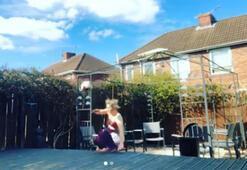 Charlotte Potts top sektirirken forma giymeye çalışırsa...