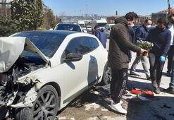 Büyükçekmecede iki otomobil yol kenarındaki araçlara çarptı