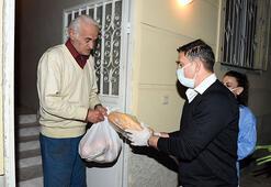 Galatasarayın efsanesi Ergün Penbe, Tarsusta gıda paketi dağıttı