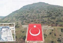 Afrin'de Öcalan posteri yerine dev Türk bayrağı
