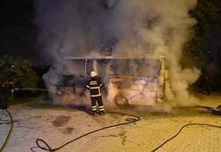Adanada park halindeki yolcu otobüsü yandı