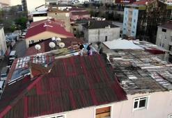 Çatıya çıkan gençleri polis drone ile uyardı