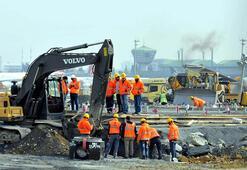 Atatürk Havalimanındaki salgın hastanesinin yapım çalışmaları devam ediyor