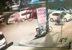 Yayanın, otomobillerin arasında sıkıştığı zincirleme kaza kamerada