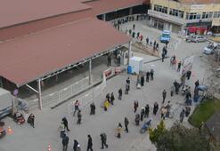 Antalyada semt pazarında 1 kilometrelik kuyruk