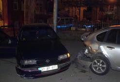 Ehliyetsiz ve alkollü sürücü park halindeki otomobile çarptı Yaralılar var
