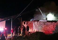 Uşakta 2 kardeşin bitişik evleri alev alev yandı