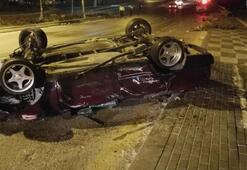 Ağaca ve direğe çarpan otomobil ters döndü: 2 yaralı