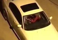 Otomobilde kız arkadaşını tekme tokat dövdü