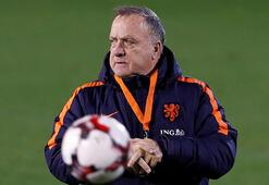 Feyenoord, Dick Advocaatın sözleşmesini 1 yıl daha uzattı