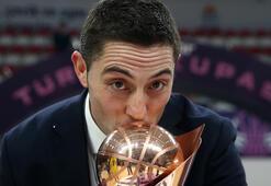 FIBA Kadınlar Avrupa Liginde yılın antrenörü Fenerbahçeden Victor Lapena
