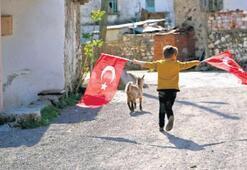 Ayvalık'ta çocukları en çok mutlu eden hediye bayrak
