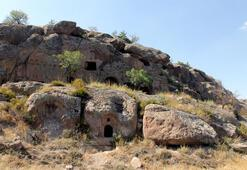 Üzüm hasadında bulunan yeraltı şehrinin 2 girişi daha tespit edildi