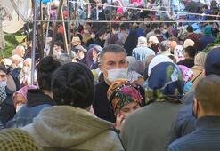 Semt pazarında mahşeri kalabalık