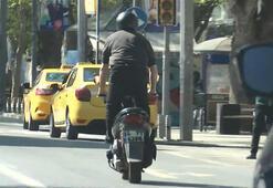 Bağdat Caddesinde motosikletlinin tehlikeli yolculuğu kamerada