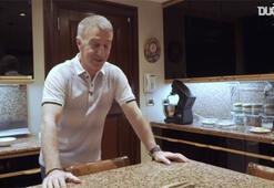 Ahmet Ağaoğlu da mutfağa girdi, kuru fasulye-pilav hazırladı...