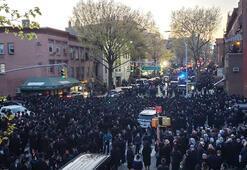 ABDde cenaze töreninde sosyal mesafe hiçe sayıldı