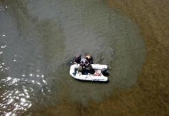 Van gölünde drone ile tespit edilen kaçak avcılara ait ağlar ele geçirildi