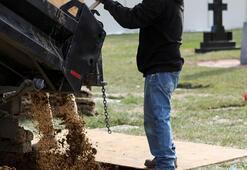 ABDde dondurucusu olmayan kamyonetlere yerleştirilen cesetlerin kokusu çevreye yayıldı