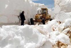 Burası Antalya 7 metre kar, 25 kişilik ekip...