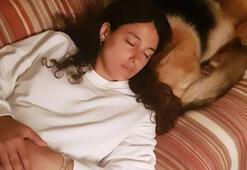 Cansu Tosun çekim sonrası uyuyakaldı