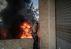 Libya hükümetine bağlı savaş uçakları Haftere ait yakıt tankerini vurdu