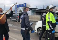 Halk ozanı Arif Gülcani, polislere saz çalıp şarkı söyleyerek teşekkür etti
