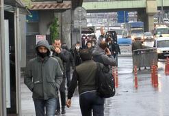 İstanbullular sabah saatlerinde işlerine gitmek için sokağa çıktı.