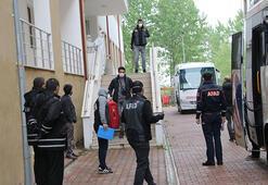 Romanya dönüşü Düzcede karantinaya alınan 74 kişi, memleketlerine uğurlandı