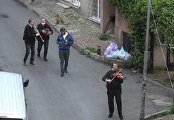 Şişli sokaklarında müzik şöleni Corona sana güle güle