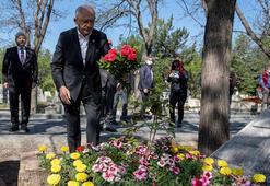 Kılıçdaroğlu, Deniz Gezmişin mezarını ziyaret etti