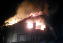 Zonguldakta, iki katlı evin çatısı yandı