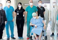 80 yaşında virüsü yendi