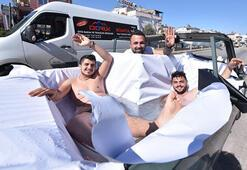 Antalyada otomobili havuza çevirip caddede turladılar