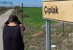 Köyün tabelasını gören soyunup fotoğraf çektiriyor