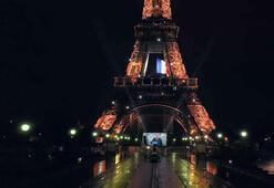 Fransanın simgesi Eyfel Kulesi, koronavirüs salgınıyla mücadele edenler için aydınlatıldı