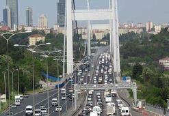İstanbul trafiği durma noktasına geldi Köprüler ve bağlantı yolları...