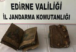 Otomobilden 500 yıllık 2 el yazması İncil çıktı