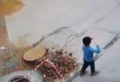 Küçük çocuk uçurtma uçururken kanalın içine böyle düştü