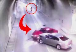 Motosiklet sürücüsünü ıskaladı, otomobile çarptı