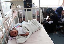İki anne doğum yaparken vuruldu, bir anne bebeğini kuvöze kapanarak kurtardı