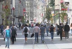 İstiklal Caddesi'nde sosyal mesafe kuralına uyulmuyor