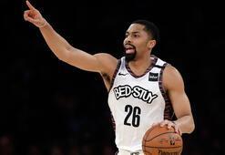 NBAli basketbolcu Dinwiddienin sonraki takımını taraftar seçecek