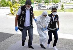 Evinde silahlarla yakalan şüpheli, koruyucu kıyafetle adliyeye sevk edildi