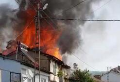 Bursada korku dolu anlar 2 ahşap ev alev alev yandı