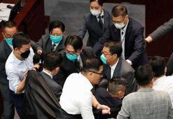 Hong Kong meclisinde büyük kavga