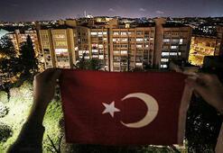 Saat 19.19da Türkiye İstiklal Marşı için balkonlarda olacak