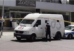 Güney Kıbrısta para nakil aracına baltalı soygun