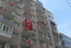 İzmir 19 Mayıs coşkusuyla balkonlardan İstiklal Marşı okundu