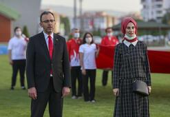 Bakan Kasapoğlu, milli sporcularla saat 19.19da İstiklal Marşını okudu